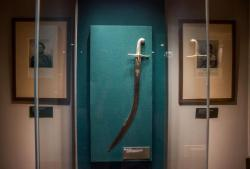 «Сжимая рукоять меча... Воинская культура и оружейные традиции Ближнего Востока»